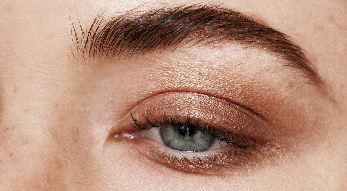 ef19792417e Back then, pencil thin brows were in style. For those of you who are  victims of a bad eyebrow job, ...